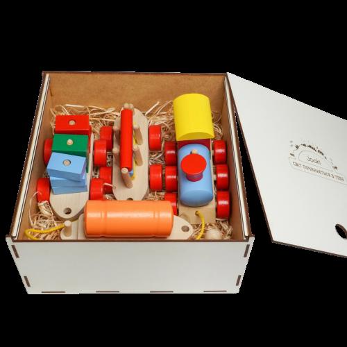 Эко подарочный набор,  детская игрушка Паровоз и 3 вагона  + подарочная коробка
