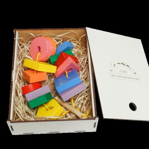 Эко подарочный набор,  детская развивающая игрушка шнуровка «Ключик»  + подарочная коробка
