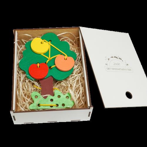 Эко подарочный набор,  детская развивающая игрушка шнуровка Дерево + деревянная подарочная коробка